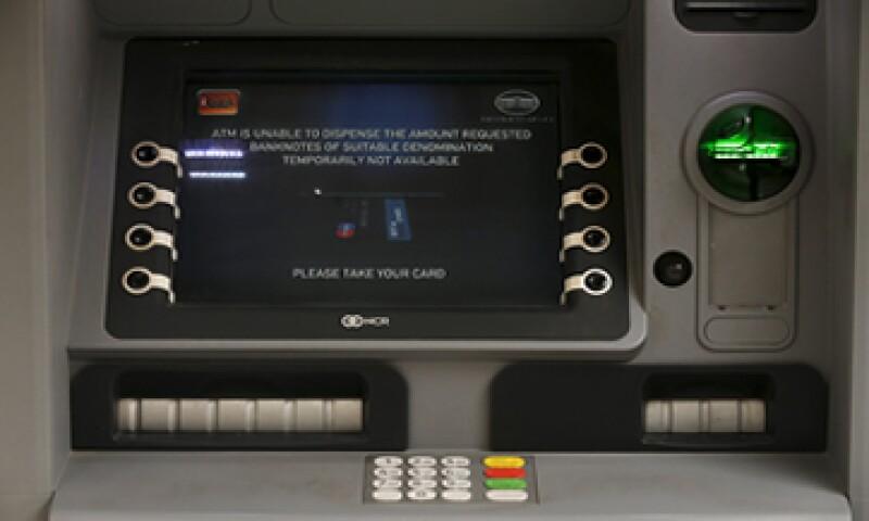 El efectivo se convertirá en un verdadero problema en los cajeros de Grecia. (Foto: Reuters )