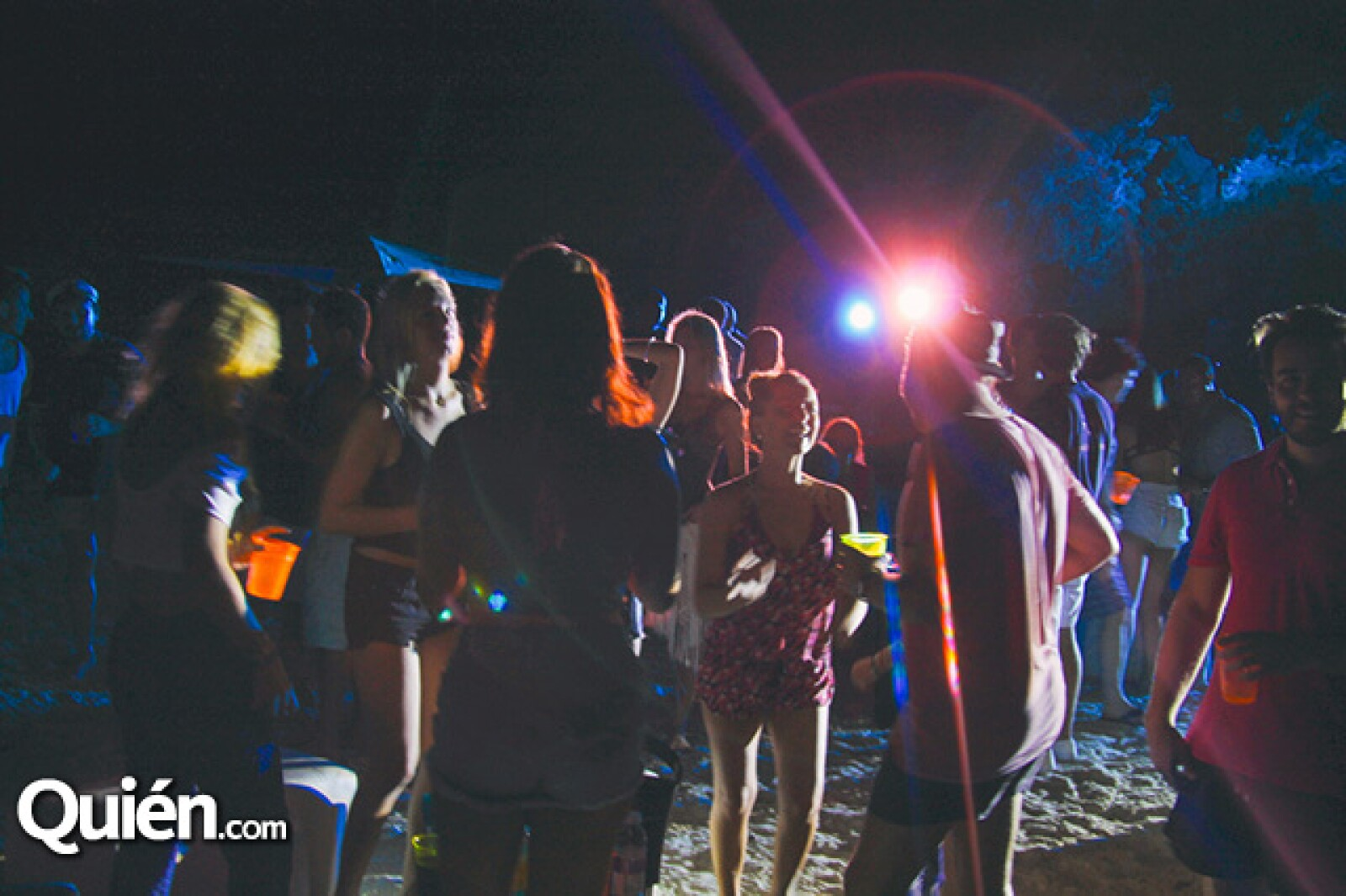 Fiesta noctura en playa Balandra