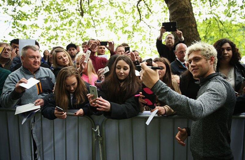 Aunque Niall es muy amable con sus fans, en esta ocasión no le encantó la foto que le tomo una de ellas.