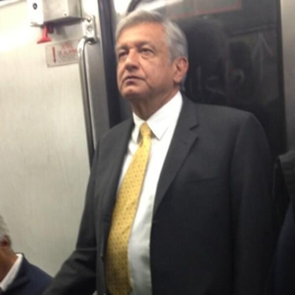 amlo en el metro 2