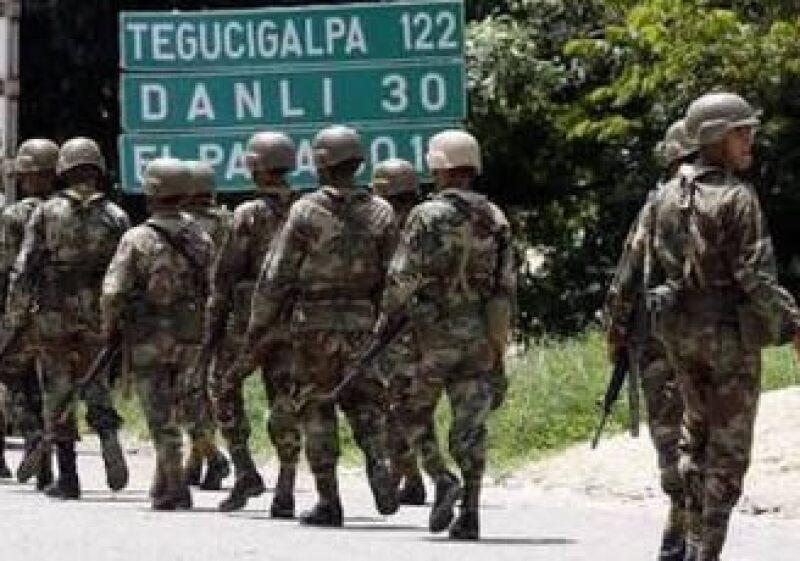La frontera hondureña con Nicaragua se mantiene militarizada ante la presencia de Manuel Zelaya. (Foto: Reuters)