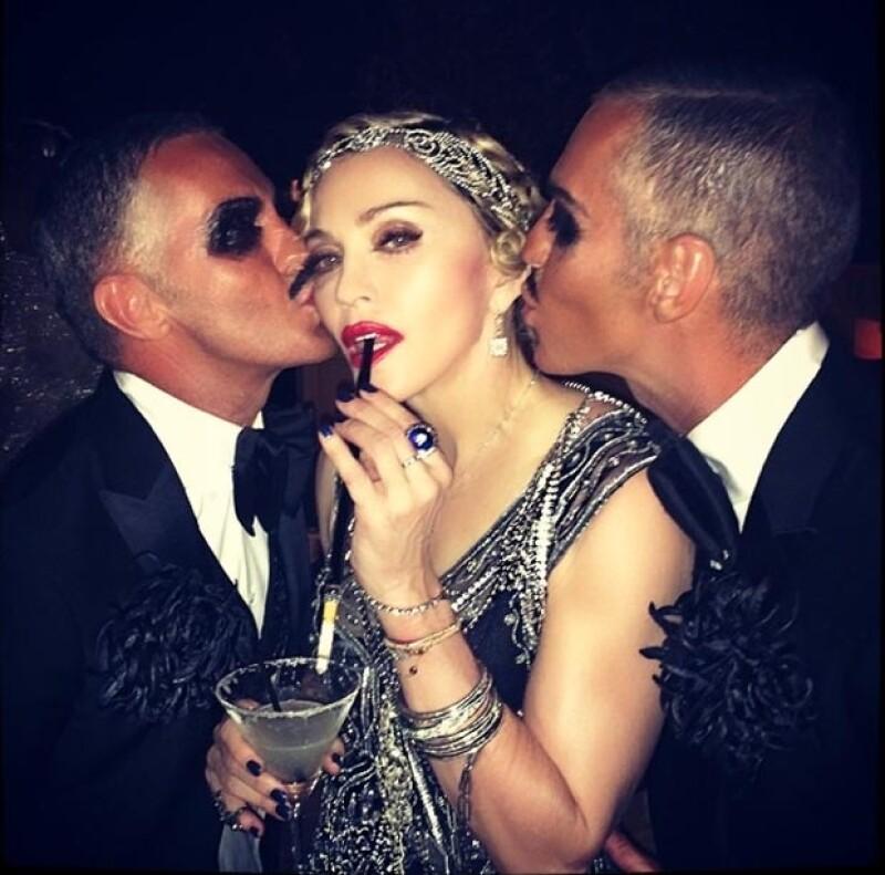Madonna junto a los diseñadores Dan y Dean.
