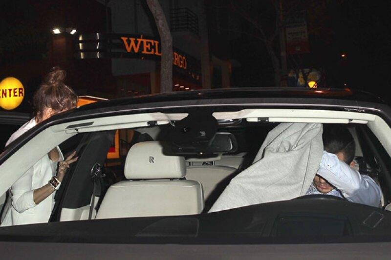 Jennifer Lopez fue captado subiendo al auto de Casper Smart.