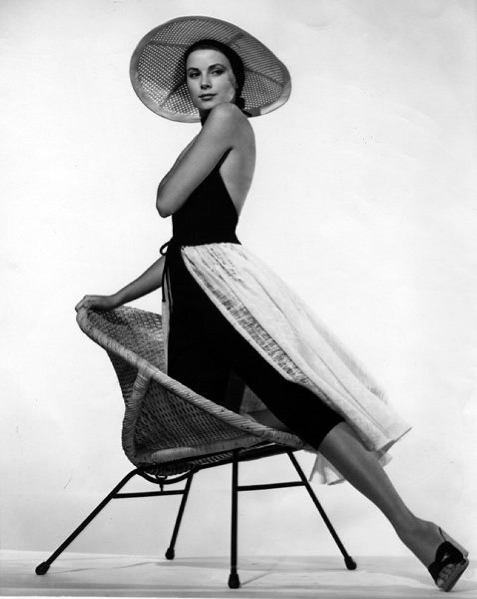 Antes de casarse con Rainiero de Mónaco, Grace Kelly era actriz. Comenzó su carrera a los 18 años y ganó varios premios, pero se retiró para convertirse en princesa de Mónaco.