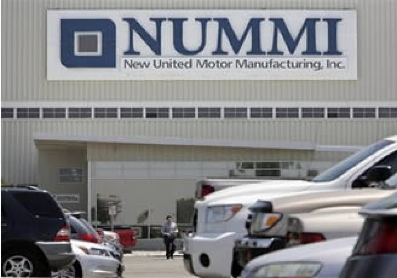 Toyota abandonará sus actividades en Nummi (New United Motor Manufacturing Inc), la empresa creada en 1984 junto con General Motors. (Foto: AP)
