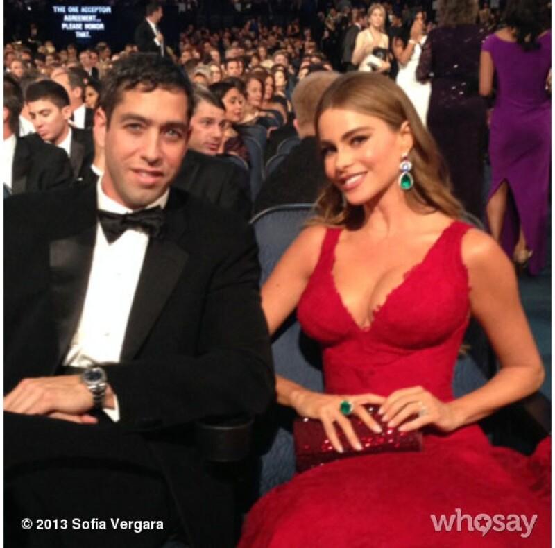 Pese a los rumores de separación, la actriz colombiana y el empresario aparecieron juntos en la ceremonia de los Emmy.
