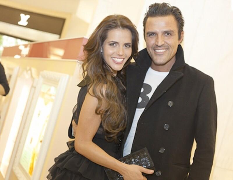 El productor de cine dijo que se encuentra disfrutando al máximo su noviazgo con la actriz, Claudia Álvarez.