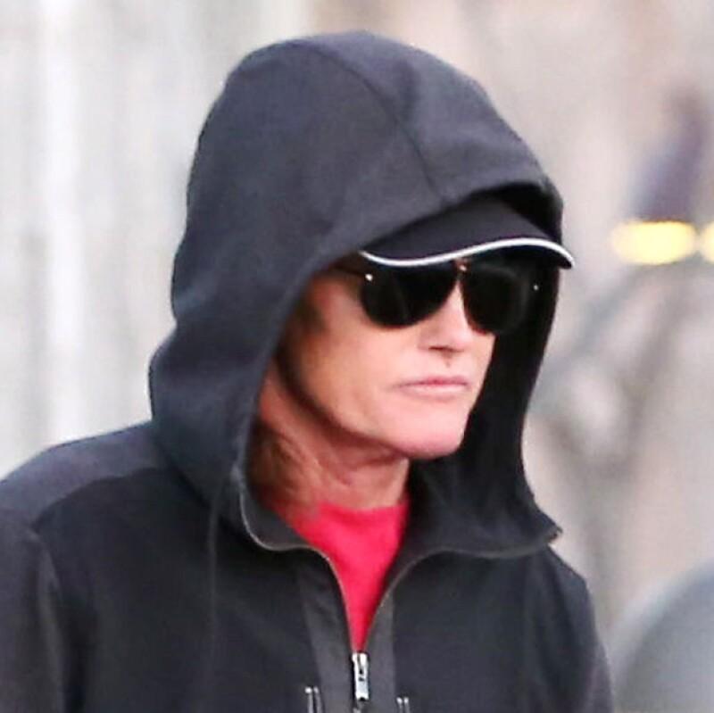 Así fue visto Bruce Jenner esta mañana. Algunos apuntan que su cara luce más estirada de lo normal. ¿Se habrá hecho un face lift?