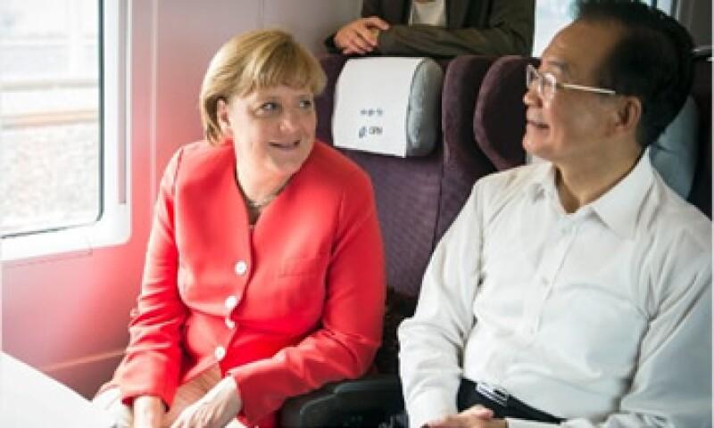 La canciller alemana, Angela Merkel, reafirmó la estrecha relación comercial con China en su último viaje a Tianjin. (Foto: Cortesía CNNMoney)