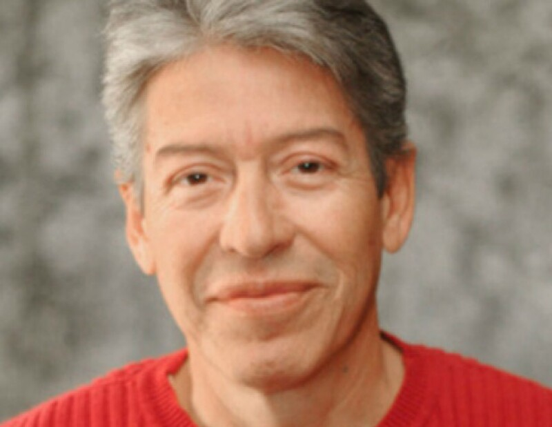 El músico falleció a los 61 años de un infarto mientras se encontraba hospitalizado. Le sobreviven su esposa, la cantante Ángeles Ochoa y cinco de sus hijos.