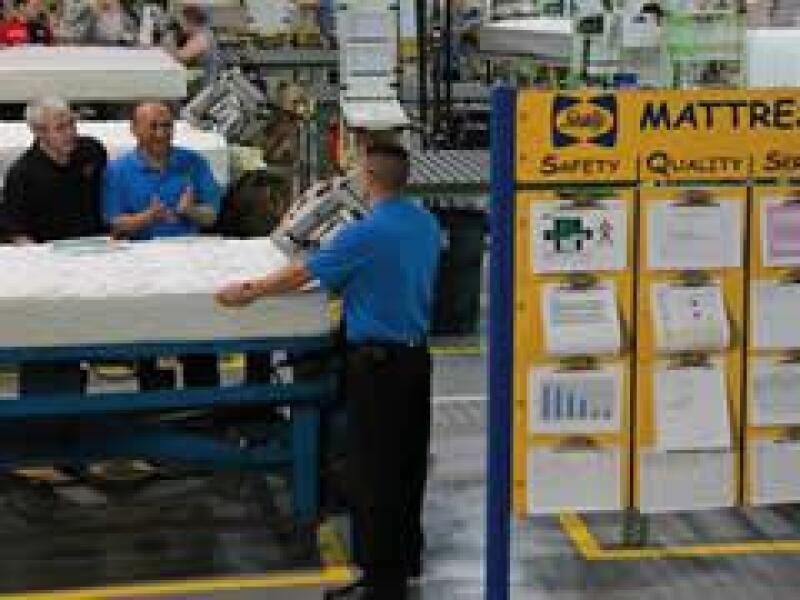 Los trabajadores deber�n adquirir mayor responsabilidad en las operaciones, los directivos deben escuchar sus opiniones, poner en pr�ctica sus sugerencias e involucrarlos en los resultados. (TBM Consulting Group)