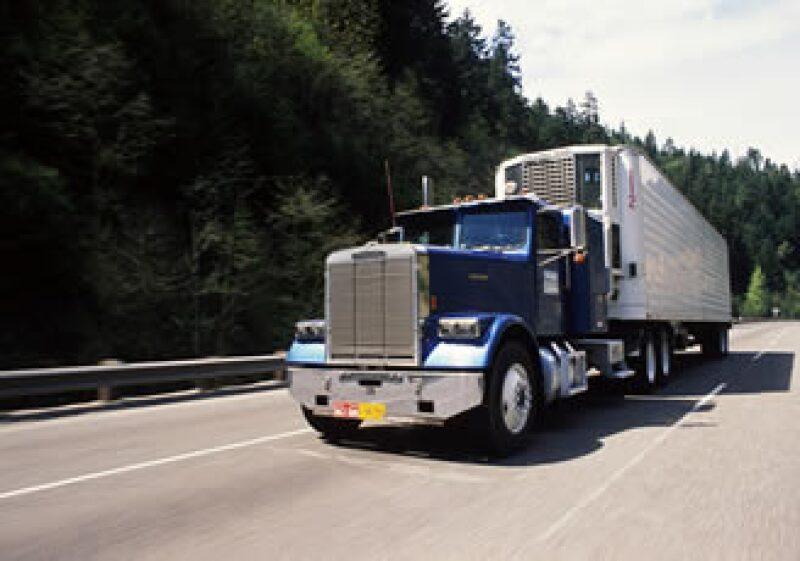 Los camiones manejan más del 70% del comercio con México. (Foto: Photos to Go)