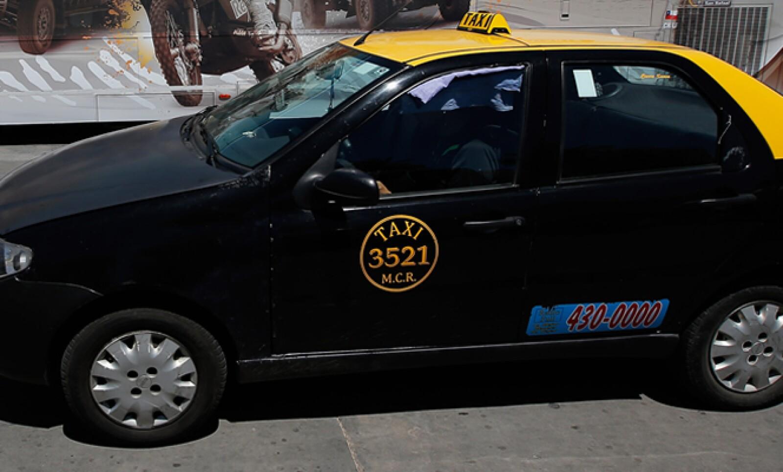 Los bonaerenses tienen entre sus particularidades en cuanto a transporte el color negro con amarillo de sus taxis.