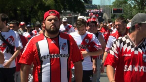 La violencia hace postergar la final de Libertadores River-Boca