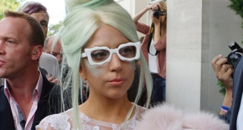 Lady Gaga defiende su imagen, por eso demandó a la compañía británica.