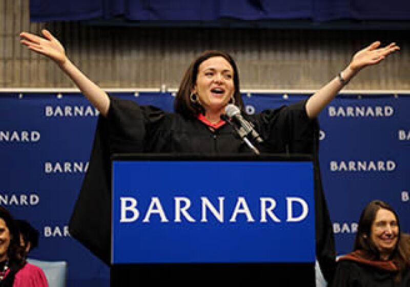 Sandberg se desempeñó como jefa de personal en el  Tesoro de EU y como ejecutiva de Google antes de entrar a Facebook. (Foto: Cortesía CNNMoney)