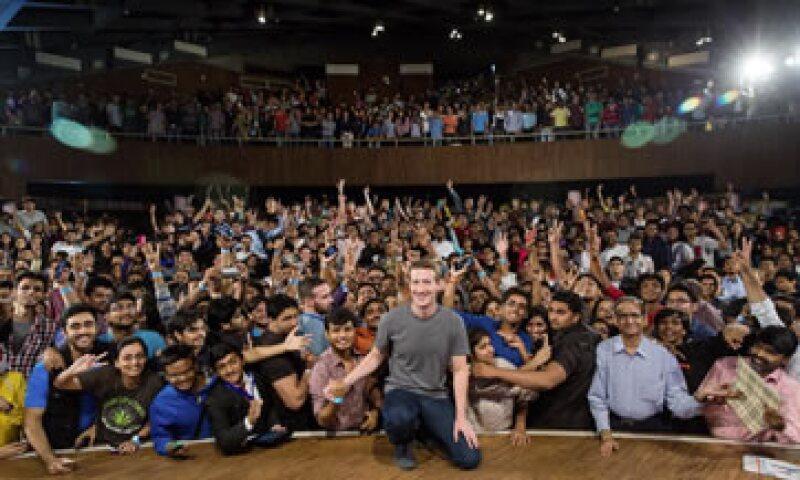 El CEO de Facebook al final de su ponencia en India. (Foto: Facebook/MarkZuckerberg)
