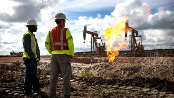 Las llamaradas se crean cuando el exceso de gases es liberado (Getty Images)