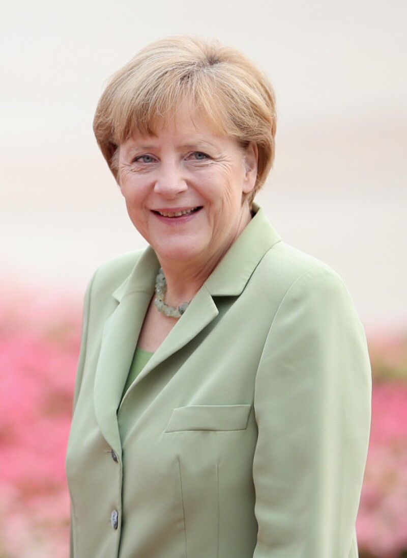 Angela Merkel, canciller alemana, es la mujer más poderosa por décimo año consecutivo. Logró un tercer mandato de cuatro años de la economía más vibrante de Europa y luchó contra una recesión nacional durante la crisis económica global.