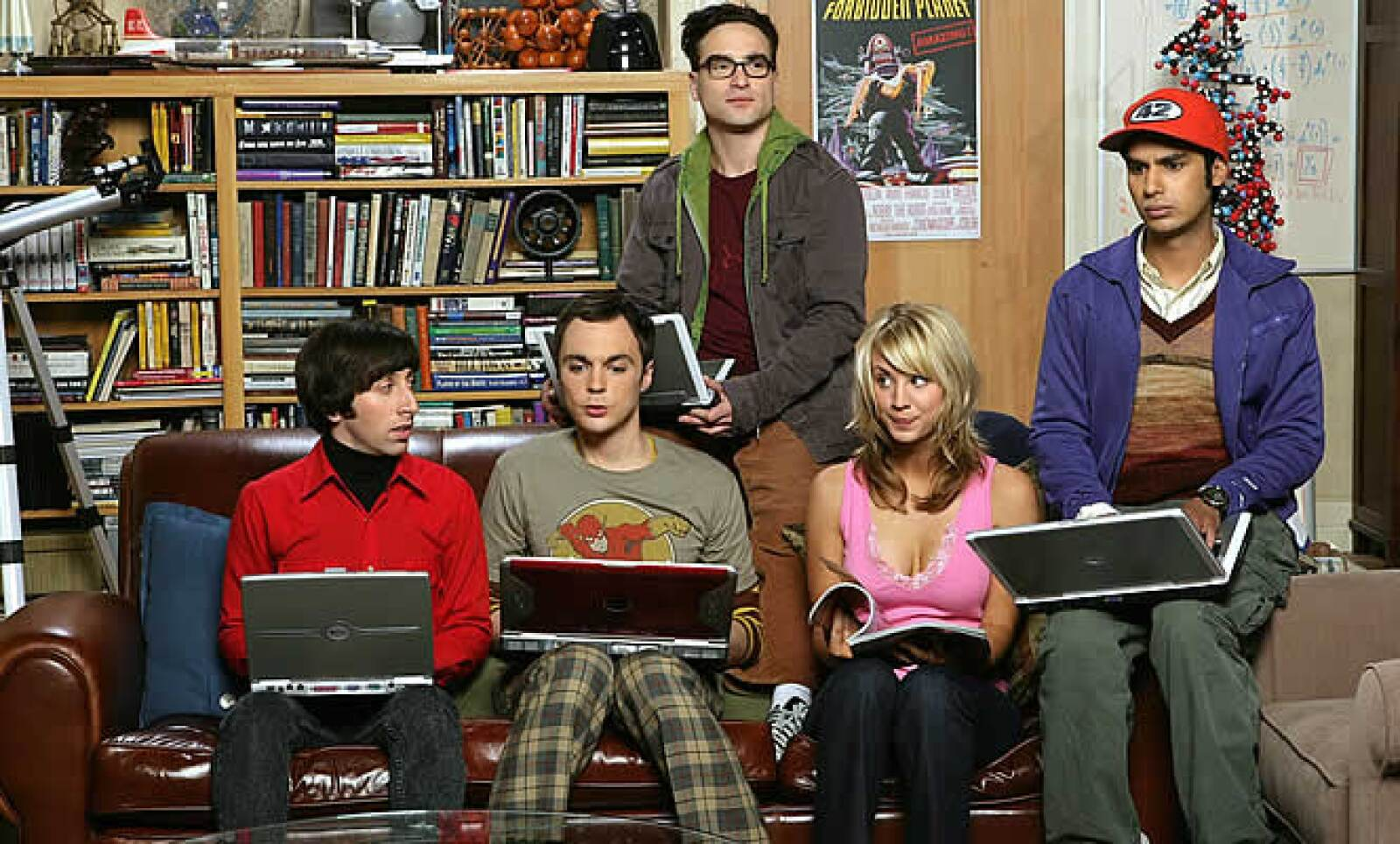 La serie donde cuatro científicos tienen que sobrepasar las problemáticas de la vida diaria, acompañadas de una bella mesera. Cada actor tiene un salario de 50,000 dólares por episodio.
