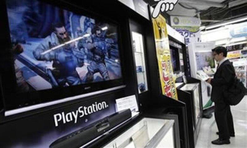 Las acciones de Sony han caído 55% desde que reveló el ataque pirata del 27 de abril. (Foto: AP)