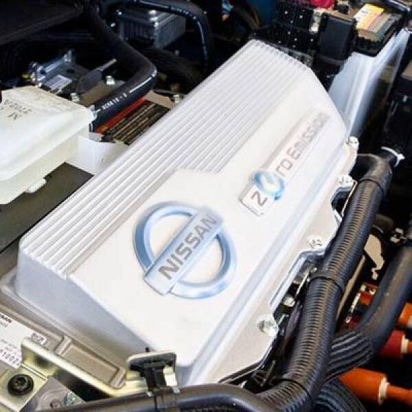 Tanto la dirección como el acelerador bien podrían ser de cualquier otro auto con motor a gasolina o diesel.