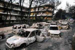 Los voraces incendios en Grecia han dejado al menos 50 personas muertas