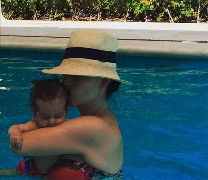 Ya con cuatro meses de edad, la pequeña bebé está cada vez más linda y despierta, heredando el carisma de su mamá.