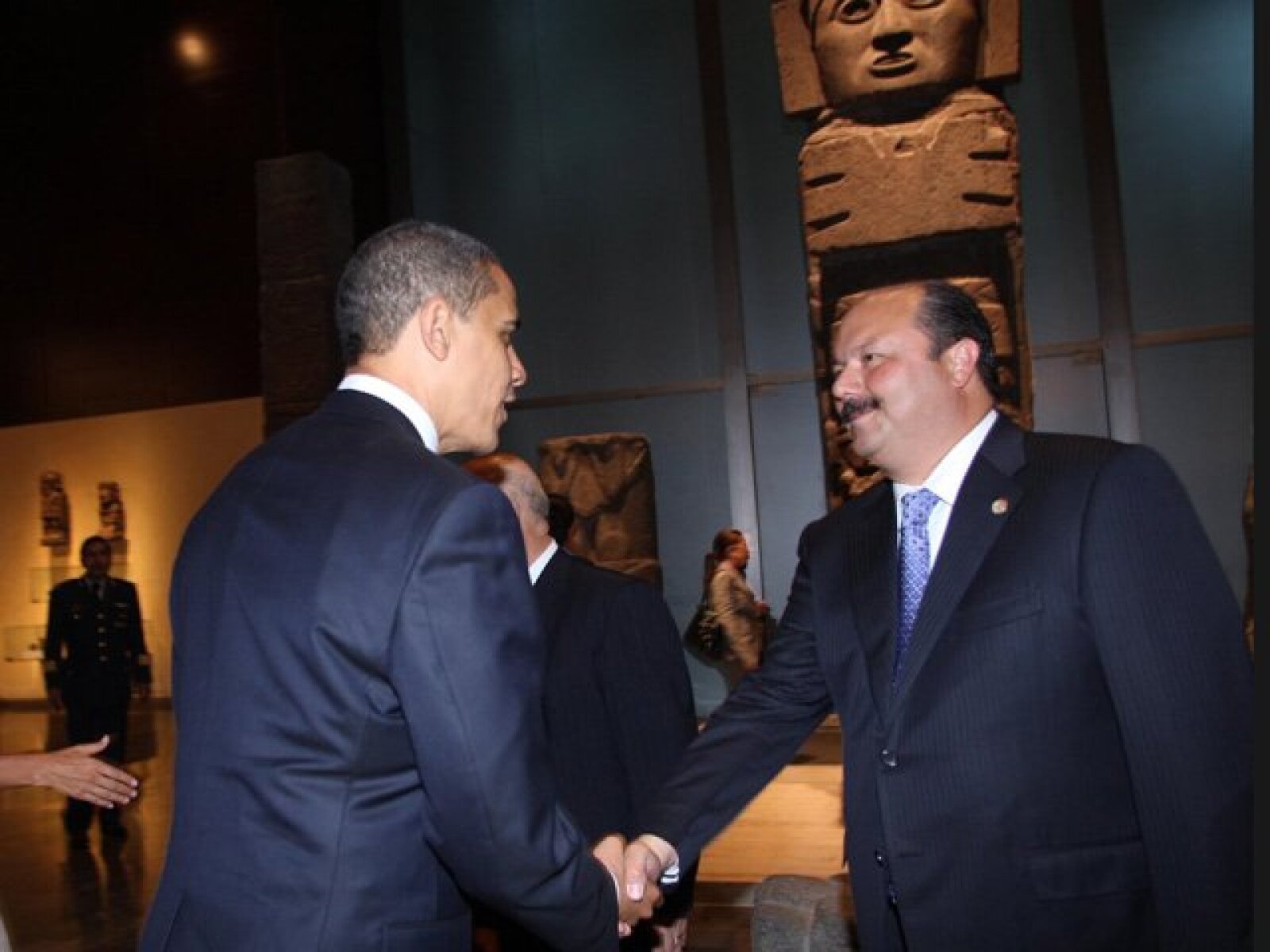 Barack Obama saluda al presidente de la Cámara de Diputados, César Duarte.