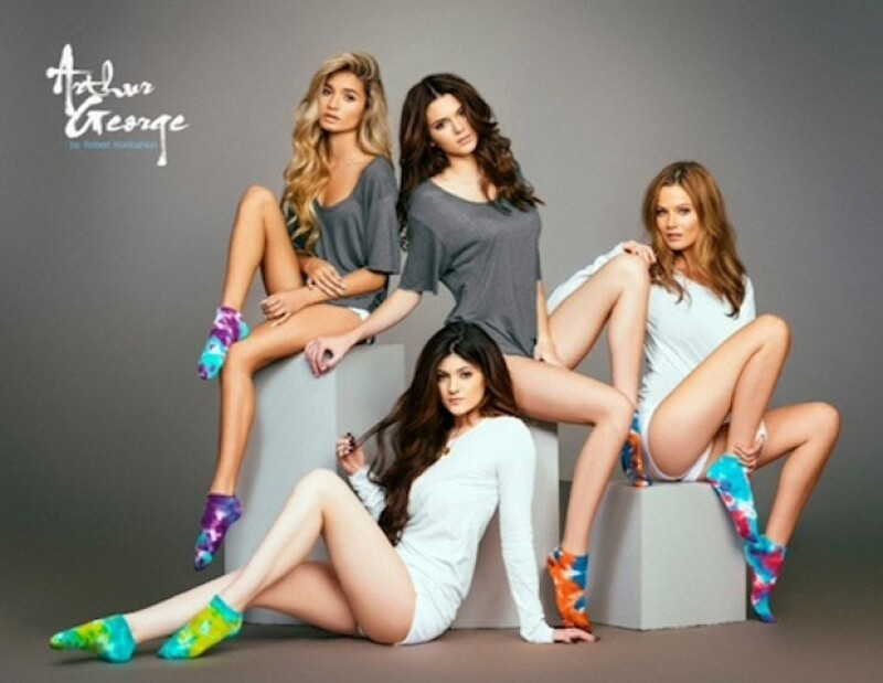 Las hermanas Jenner decidieron posar para apoyar la marca de calcetines de su medio hermano.