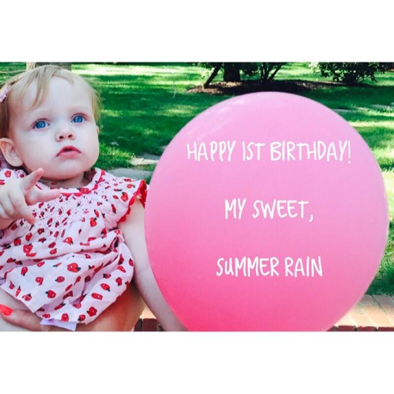 La cantante y su prometido, Matt Rutler, celebraron ayer el primer aniversario de su pequeña. ¡No podemos creer qué grande está!