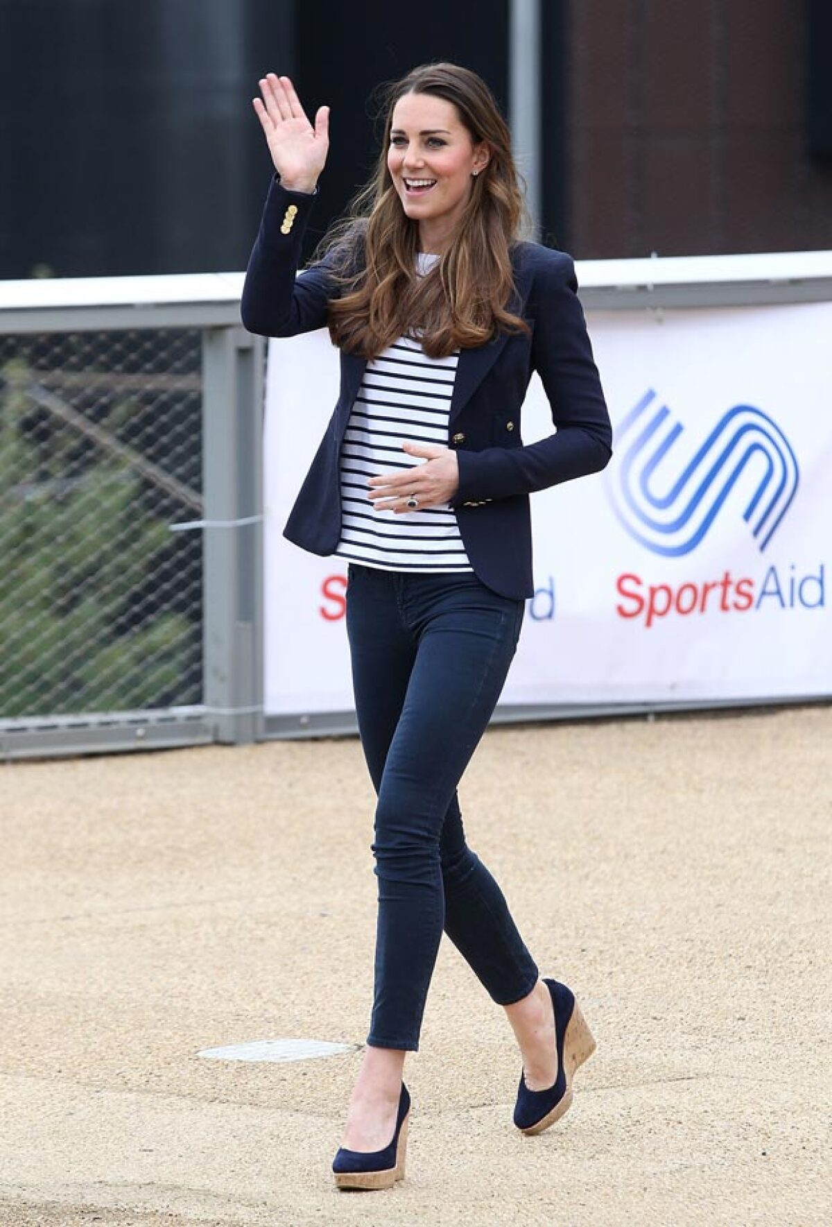 La reina Isabel II no aprueba los zapatos que usa Kate Middleton