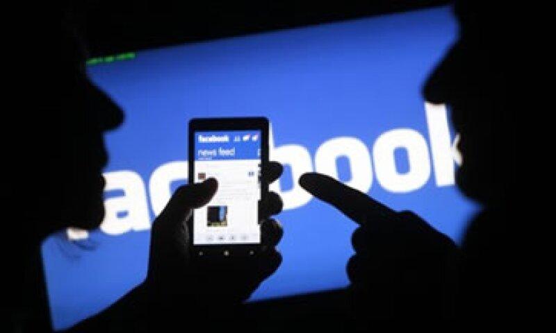En los primeros cuatro meses del año, Facebook presentó tres productos que buscan impulsar su negocio de publicidad móvil.  (Foto: Reuters)