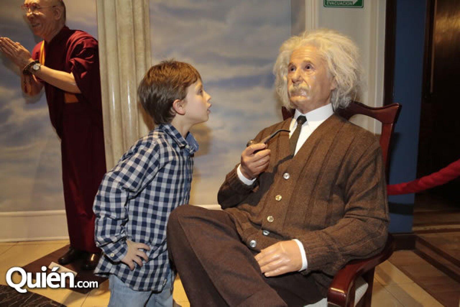Daniel Alemán, figura de Albert Einstein