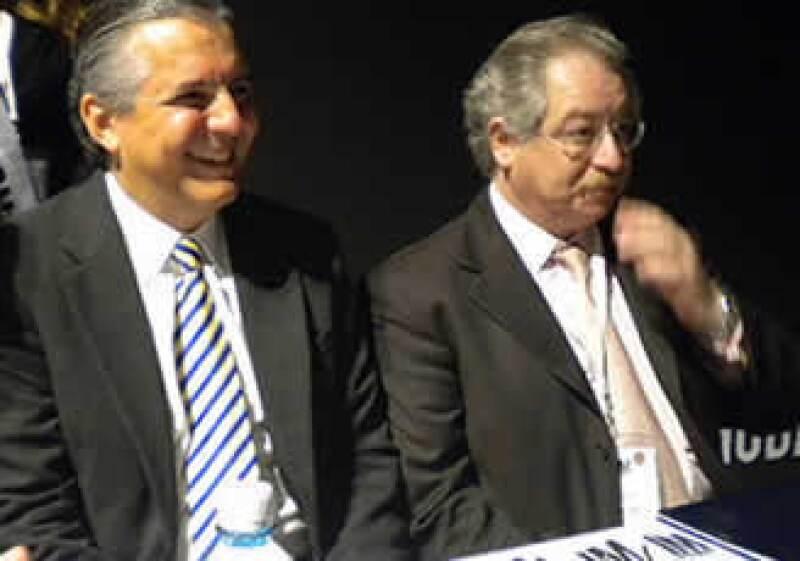 Heriberto Félix, subsecretario de la Pequeña y Mediana Empresa, y Salomón Presburguer, presidente de la Concamin, durante la inauguración de Intermoda en Guadalajara. (Foto: Silvia Ortiz)