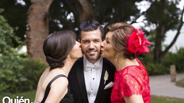 Regina y Carlos Ramírez con Lorena Murillo