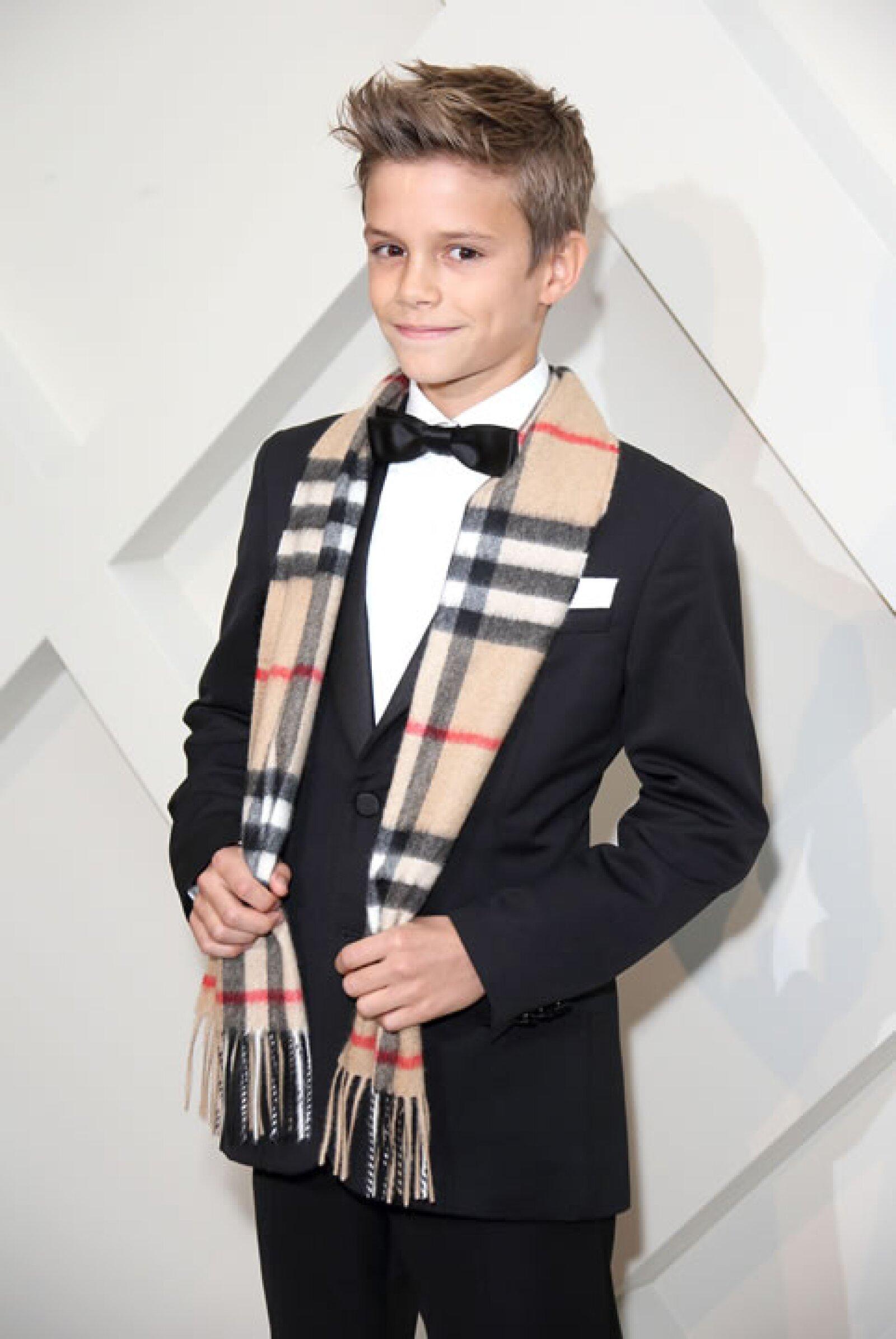 No tienes que pensarle mucho para concluir que si te apellidas Beckham seguro tienes estilo. Romeo, el segundo hijo de Victoria y David, fue imagen de la campaña festiva de Burberry de este año.