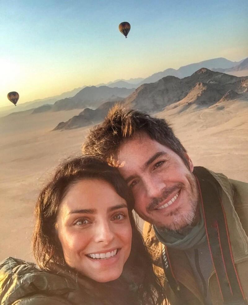 La pareja de actores ha visitado un santuario de animales en Namibia, como parte de su luna de miel, y se tomaron fotos con varias de las especies del lugar.