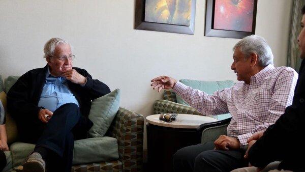 López Obrador se reúne con Noam Chomsky