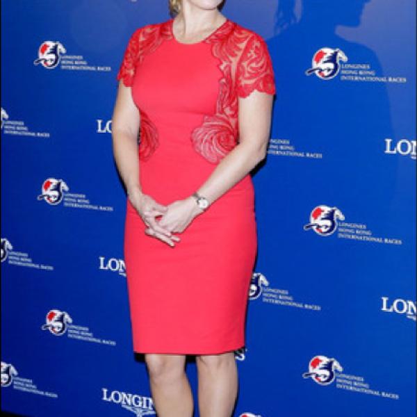 Kate Winslet- `Lo lindo de este sombrero es que cubre la herida, esa misma que le hizo pensar que este sombrero era una buena idea´.