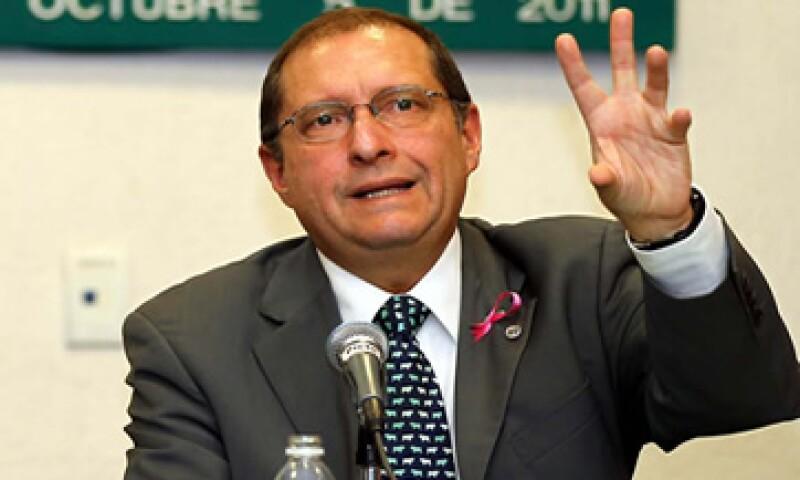 Eduardo Pérez Motta, presidente de la Comisión Federal de Competencia acusó presiones a través de los medios por la resolución que deberá emitir. (Foto: Notimex)