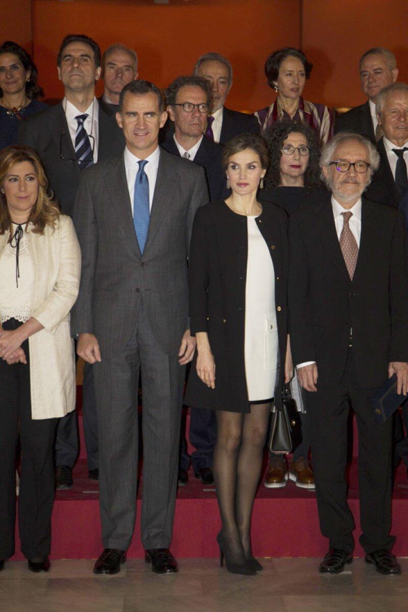 La reina hizo de lado las críticas y cuestiones de etiqueta para volver a lucir su corto vestido de la firma Felipe Varela durante su paso por Sevilla.