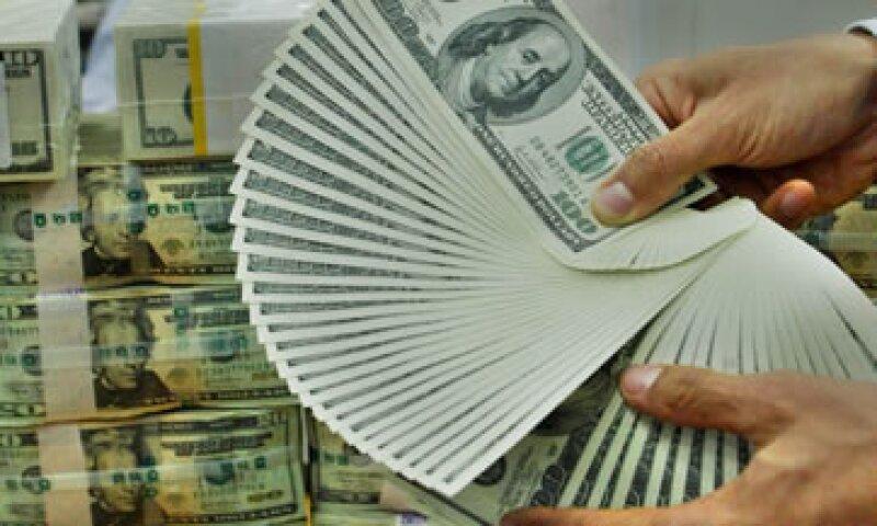 El tipo de cambio es de 12.8235 pesos para solventar obligaciones denominadas en moneda extranjera. (Foto: Thinkstock)