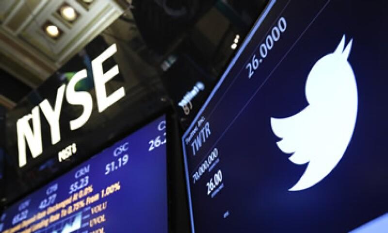 Twitter ha pasado un año difícil en el que ha caído en la bolsa y sufrido movimientos dentro de su cúpula. (Foto: Reuters)