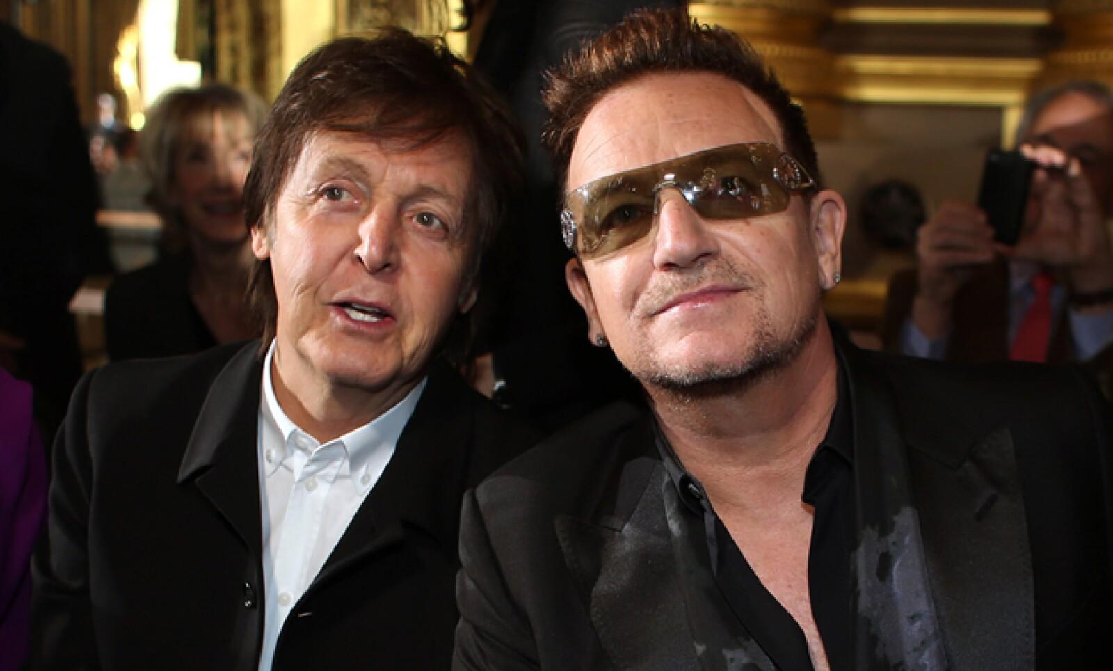 Su padre, Paul McCartney, y el vocalista de U2, Bono, acudieron a París para estar presentes en el evento.