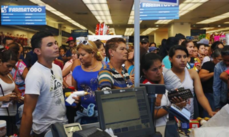 La inflación se vería afectada por una escasez de productos básicos, dijo la firma. (Foto: Especial )