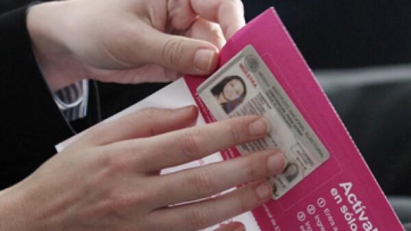 Mexicanos en el extranjero podrán tramitar su credencial de elector desde 150 oficinas. (Foto: Cuartoscuro)