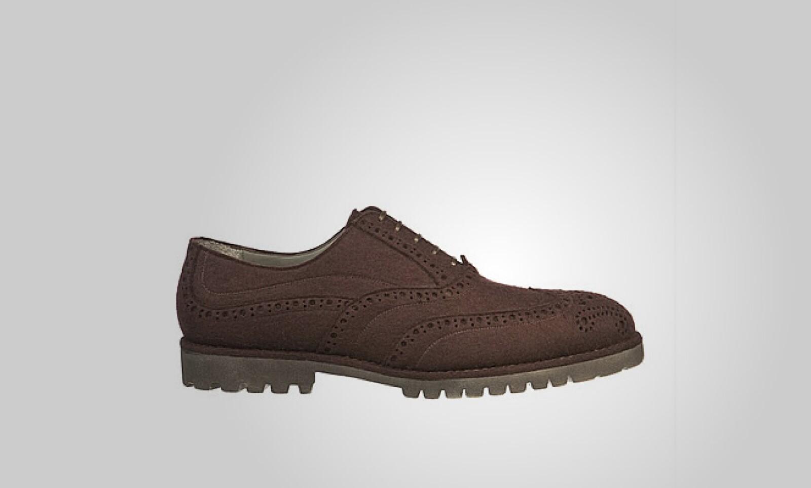 Una opción diferente y más clásica de calzado, en color café y suela de goma.