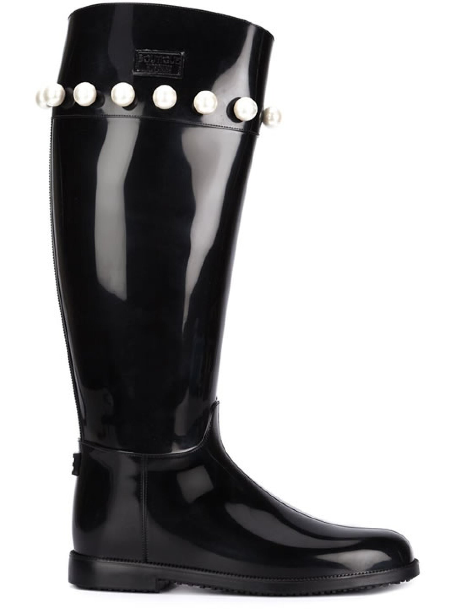 Todo diseño de Moschino es divertido. Para brincar en la lluvia con mucho glamour, no olvides estas botas de la firma con perlas faux.