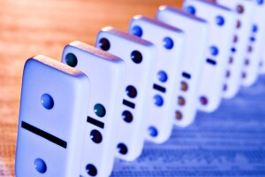 Efecto dominó por la subida de la tasa de interés en EU
